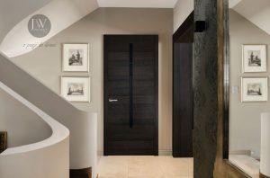 drzwi wewnętrzne,do domu, do mieszkania, ciemne, czarne, klasyczne, nowoczesne, z koroną, z ościeżnicą,z klamką, eleganckie,bezprzylgowe, z przeszkleniem
