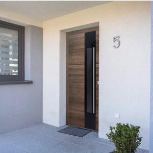 drzwi wejściowe, drzwi zewnętrzne, drewniane, antywłamaniowe, energooszczędne, z czytniniem twarzy, czytnikiem linni papilarnych, dębowe, bezpieczne, solidne