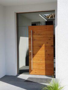 drzwi wejściowe, drzwi zewnętrzne, drewniane, antywłamaniowe, energooszczędne, z czytniniem twarzy, czytnikiem linni papilarnych, dębowe, z pochwytem, z doświetlem bocznym